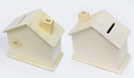 Wood house shape money pot 10.5*10*5 0519614