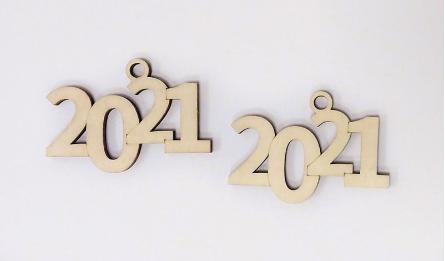 2020 ΞΥΛΙΝΟ 8cmx5.5cm ΚΡΕΜΑΣΤΟ 0531114